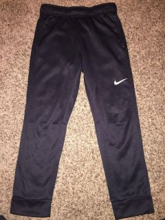 Nike lined joggers- med