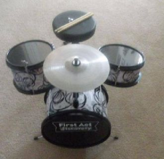 $75 First Act Discovery Children's 5-Piece Drum Set