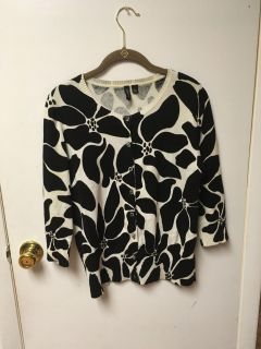 Very beautiful sweater from relativity size large excellent condition smoke-free pet free home