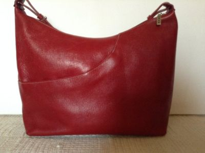 Authentic MAXX New York shoulder purse designed from superb leather