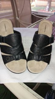 WOMEN'S CROFT & BARROW BLACK SANDALS SIZE 9