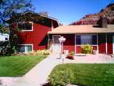 Three BR - Two BA 2 Pet Friendly House - Inv. Rental