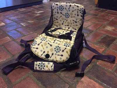Munchkin Brand Travel Booster Seat! GREAT Condition! CLEAN! Retails $35-$40!