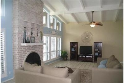 Beautiful 4 bedroom 3 bath house located on a quiet in Alamo Heights. Washer/Dryer Hookups!