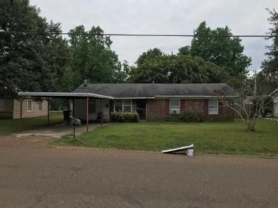3 Bed 2 Bath Foreclosure Property in Belzoni, MS null - E First St