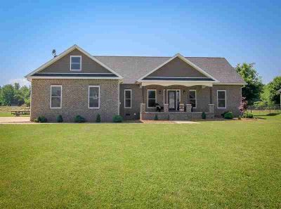 121 Kades Ct DECHERD, Gorgeous home close to Nissan and Hwy