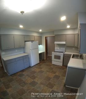 Beautiful 3BR/2BA Home in Menomonee Falls - Kitchen Appliances Included!