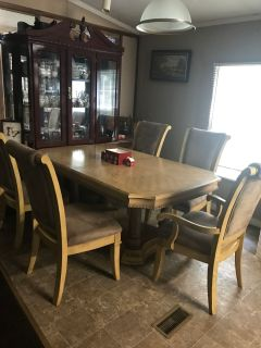 Nice kitchen table seats 6