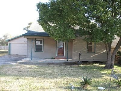 3 Bed 2 Bath Foreclosure Property in Groves, TX 77619 - Stuart Ave