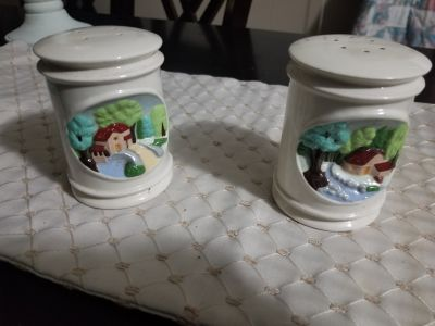 Hershey Mold salt and pepper 1979