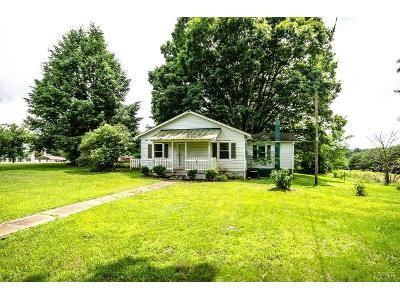 2 Bed 1.5 Bath Foreclosure Property in Spout Spring, VA 24593 - Salem Rd
