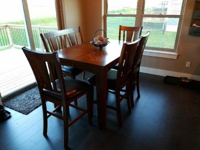 Quality Counter Height Six Seat Dining Set