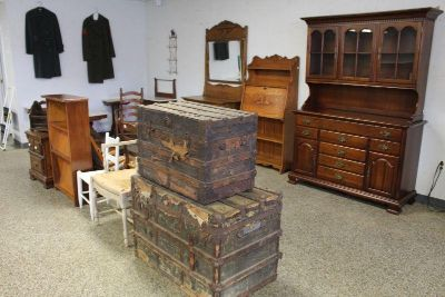 ANTIQUE AUCTION / COLLECTIBLES /..