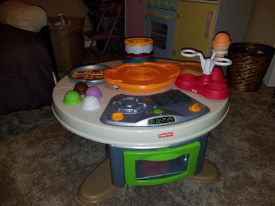 Fisher Price Servin Surprises Cook N' Serve Kichen and Table