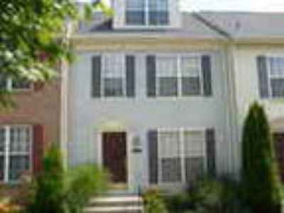 Beautiful Three BA 3 Level Townhouse