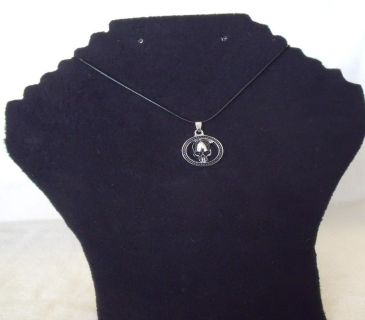 Very nice and unuasual goth looking skull necklace.