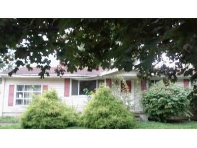 3 Bed 1 Bath Foreclosure Property in Lagrange, OH 44050 - Glendale St
