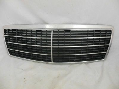 Sell 92 - 94 MERCEDES W140 S CLASS 400SEL 500SEL S320 S420 FRONT HOOD CHROME GRILLE motorcycle in Minneapolis, Minnesota, US, for US $68.00