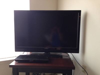 Selling a 42 flat screen tv and a Sony blu-rayDVD player