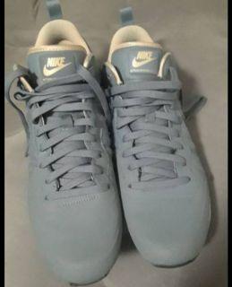 New Nike Internationalist mens 10.5 size