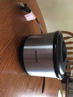 Mini sensio gourmet slow cooker approx 4 3/4 tall 5 3/4 round