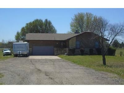 4 Bed 2.5 Bath Foreclosure Property in Derby, KS 67037 - E 39th St S