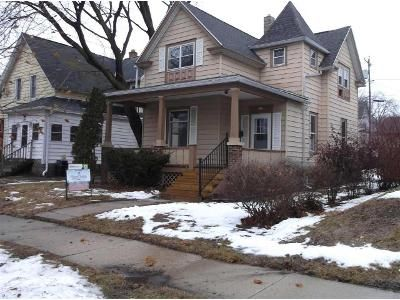 3 Bed 2 Bath Foreclosure Property in West Bend, WI 53095 - Edgewood Ln