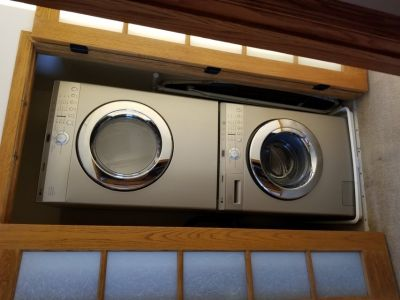 Lg tromm front load washer and dryer in silver
