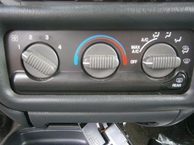 Sell CHEVROLET BLAZER S10/JIMMY S15 Heat/AC Controller manual temperature control (o motorcycle in Douglassville, Pennsylvania, US, for US $65.00