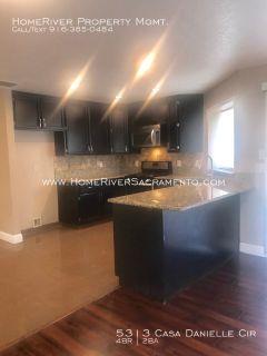 Large 4 Bedroom Home: Granite Counters! Marble Floors! Ceiling Fans!