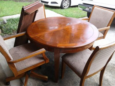 Table with leaf insert and 4 chairs