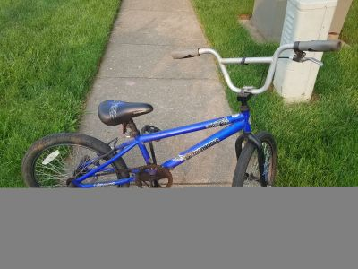 MONGOOSE BOOSTER BOYS BIKE - BLUE - SWIPE TO THE LEFT FOR ADDITIONAL PHOTOS