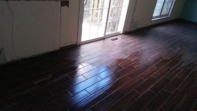 Profesional installing floor