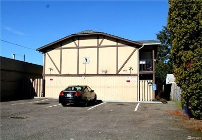 Beautifully Updated Top Floor 2-Bedroom Apartment in Nice 4-Plex in Tacoma!!