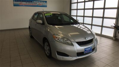 2010 Toyota Matrix Base (Classic Silver Metallic)