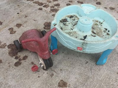 Radio flyer tricycle/scooter, the petals close in for younger kids. & step two water table - all works, needs power washing
