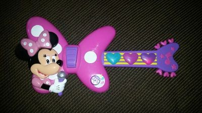 Minnie Mouse Guitar!