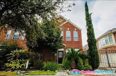 Beautiful freestanding 2 story home in EADO for lease!!
