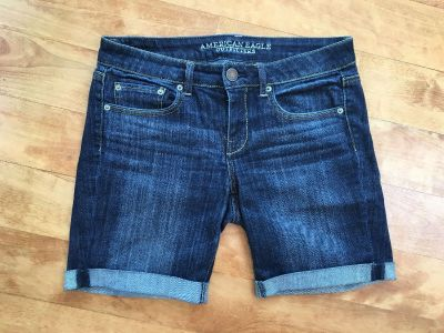 Women s beautiful American Eagle stretch jean shorts in excellent condition size 8