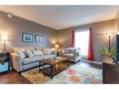 Modern Spacious Downtown Nashville Condo on Music Row with Pool