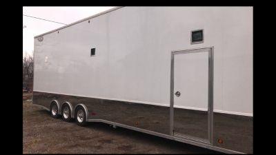 2011 5150 liftgate trailer 38ft long.