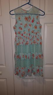 D-Signed by Disney, excellent condition. Zipper in back, beautiful summer dress.