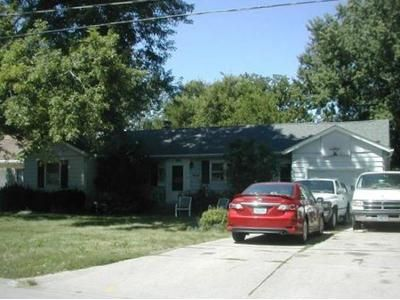 2 Bed 1 Bath Foreclosure Property in Windsor Heights, IA 50324 - 68th St