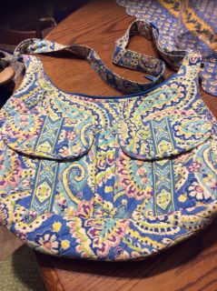 GC Vera Bradley purse two outside flap covered pockets, pockets on either end, zippered pocket on reverse side
