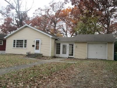 2 Bed 1 Bath Foreclosure Property in Joliet, IL 60432 - Krakar Ave
