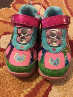 Toddler girls size 6 shoes, porch pickup only