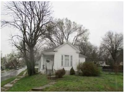 2 Bed 2 Bath Foreclosure Property in Saint Joseph, MO 64505 - Grand Ave