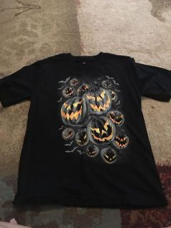 Small 6/7 Halloween jack-o-lantern tshirt - ppu (near old chemstrand & 29) or PU @ the Marcus Pointe Thrift Store (on W st)
