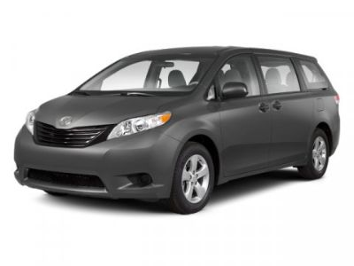 2013 Toyota Sienna XLE 8-Passenger (Silver)