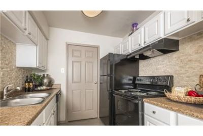 2 bedrooms Apartment - If you're searching for a new. $879/mo